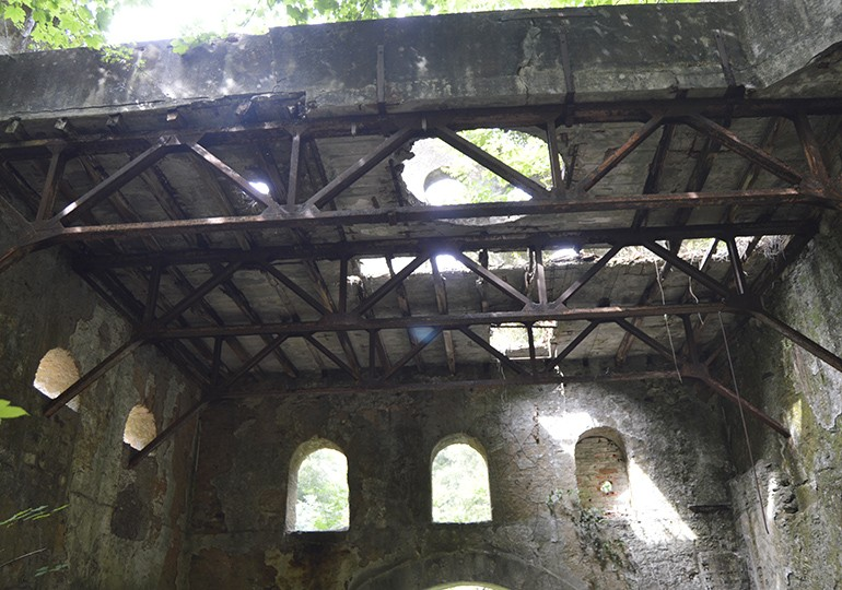 Instalações das antigas minas do Braçal
